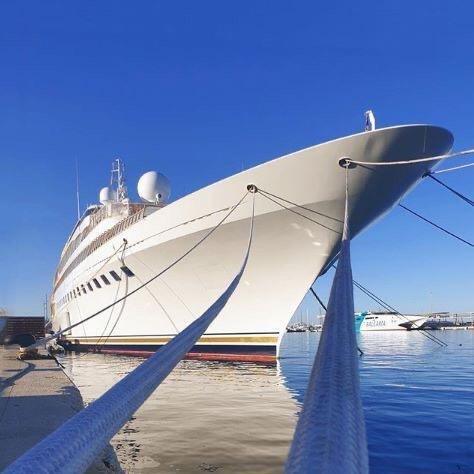 Le Megayacht  de 105m M/Y Lady Moura est actuellement amarré  à MARINA PORT DENIA (Alicante - ESPAGNE)