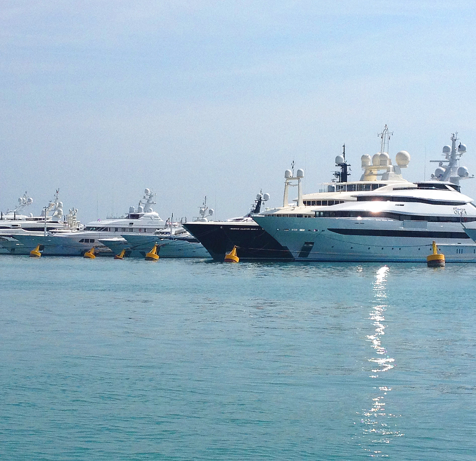 Places pour Superyachts sur Berth For Yacht