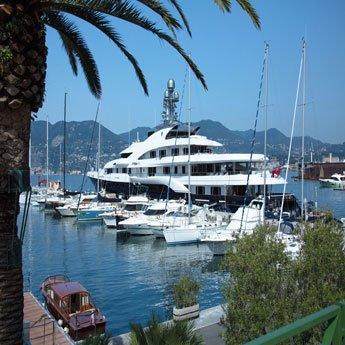 Emplacements pour Superyachts à Porto Lotti  la Spezia Ligurie  Italie